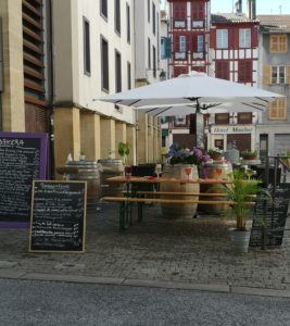 Read more about the article Une terrasse fleurie au Bakera