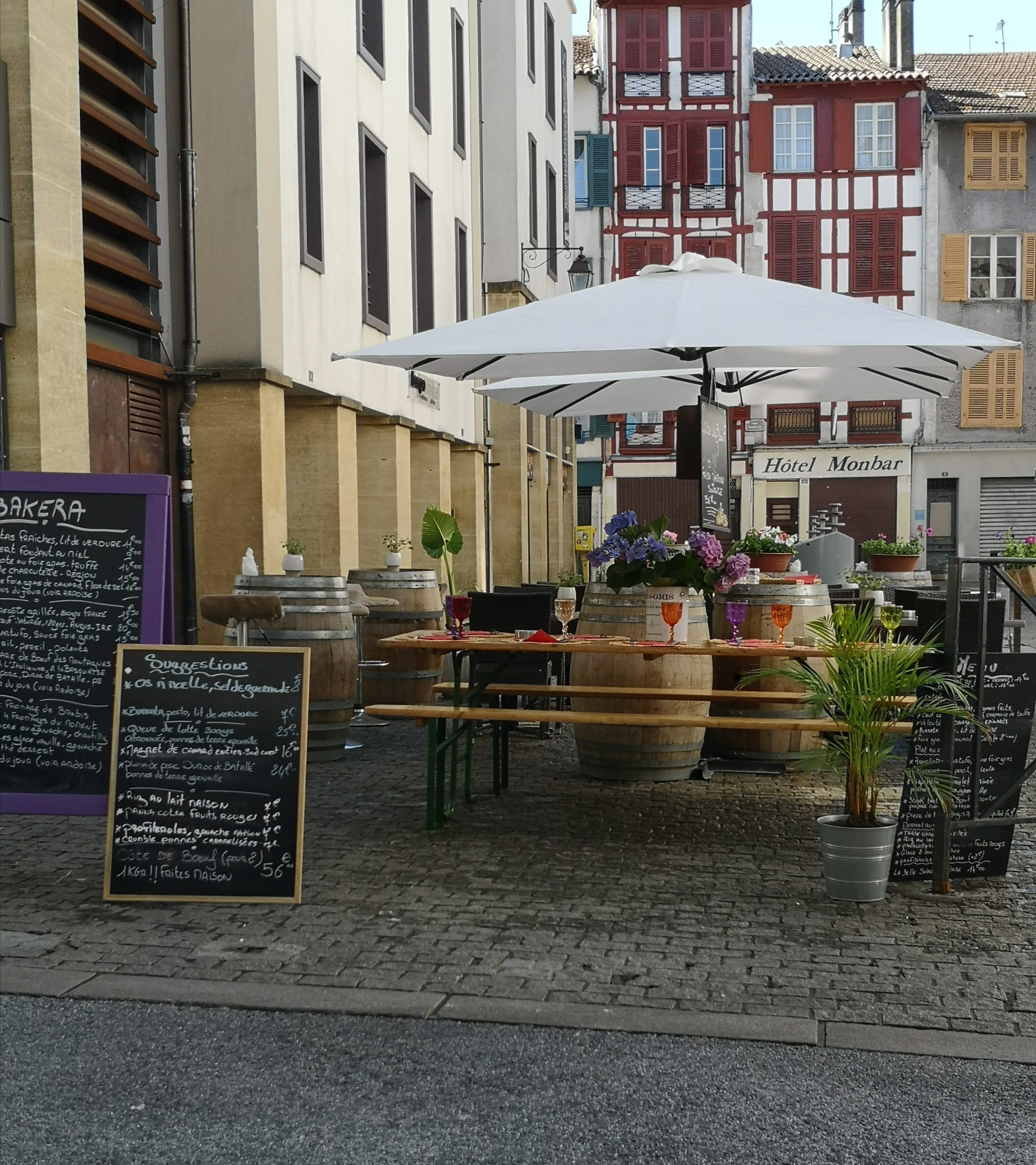 You are currently viewing Une terrasse fleurie au Bakera
